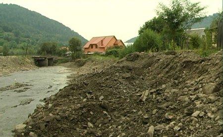 У селі Красна група «Ренер» будує дамбу, щоб захистити мешканців від паводків
