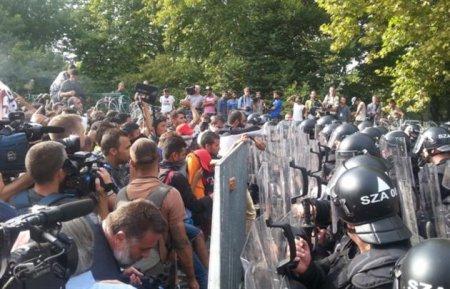 В Угорщині оголошено надзвичайний стан через навалу мігрантів