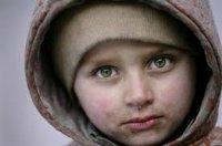 Горе-мати лишила помирати вдома 4 босих і голодних дітей, щоб ті не втекли - забила двері цвяхами, приперла каменюками