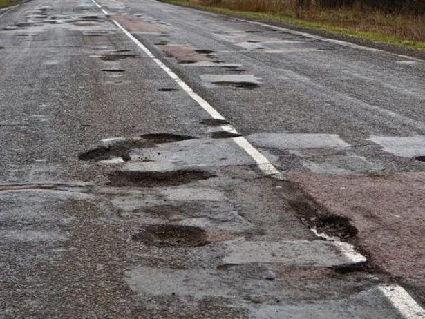 На ремонт доріг у напрямку Карпат Уряд хоче виділити 100 млн євро