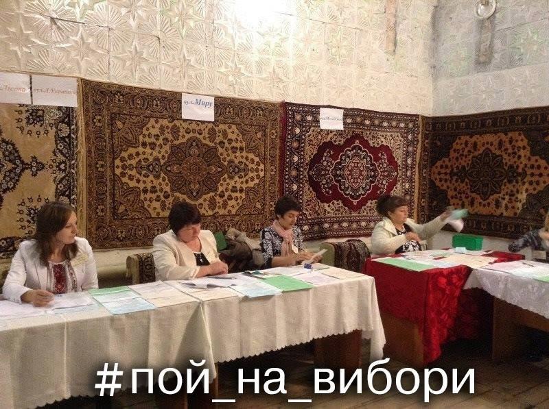 """Мережу підірвала """"домашня обстановка"""" на виборчій дільниці в Закарпатті (ФОТО)"""