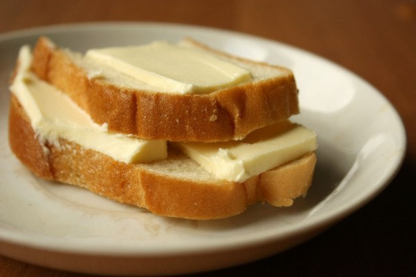 Перекусити хлібом з маслом - уже не економно