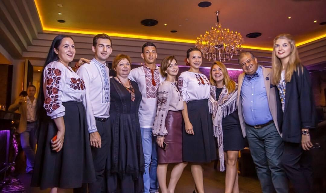 У Дубаї з тріумфом пройшов модний показ українських вишиванок