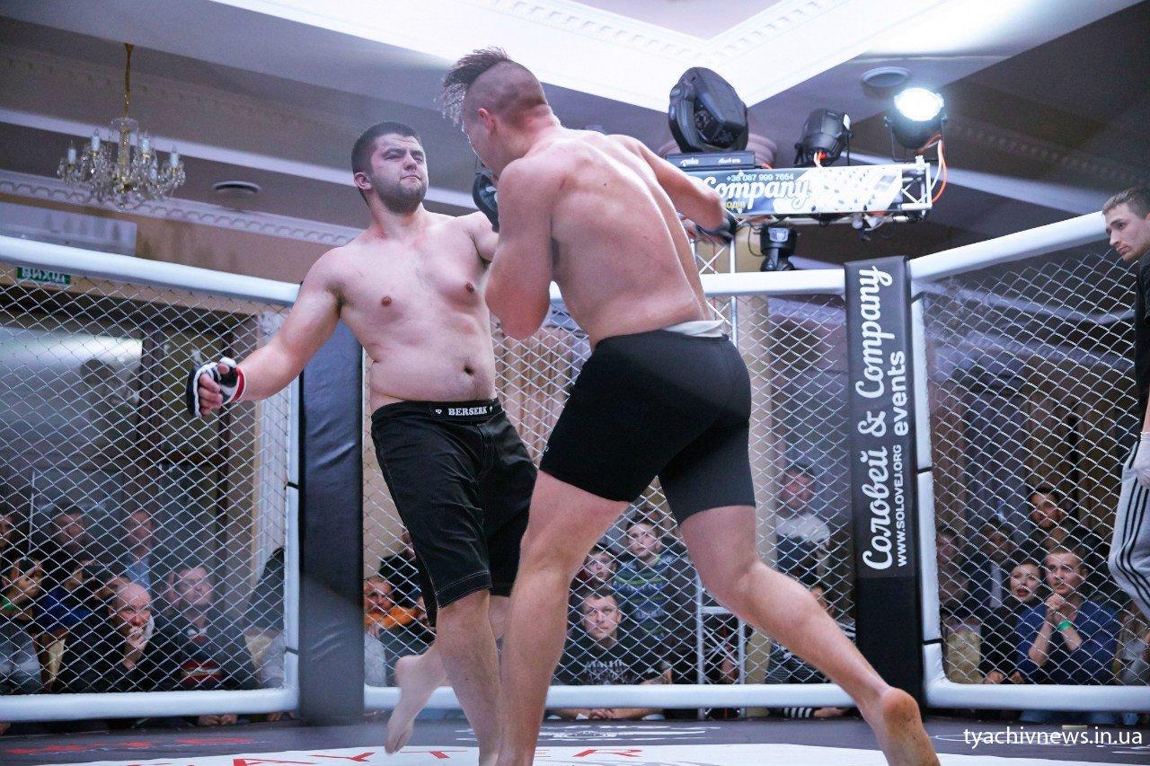 Як проходив бійцівський турнір «Титани октагону» на Тячівщині (ФОТОРЕПОРТАЖ)