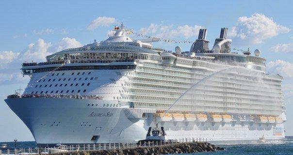 У Франції випустили у море найбільший круїзний лайнер у світі