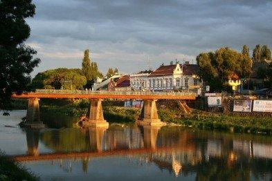 Двоє закоханих цікаво прорекламувли туритичну привабливість Ужгорода (ВІДЕО)