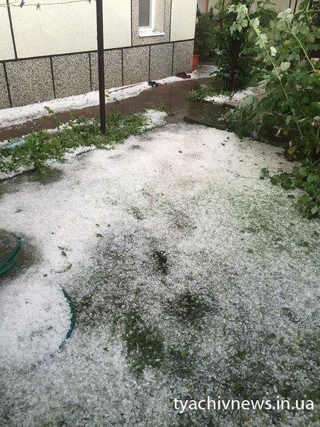 ФотоФАКТ! Сьогодні на Тячівщині випав град, розмірів волоського горіха