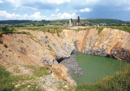 Невже закарпатське Солотвино перетворюється на провалля, заповнене стічними водами?