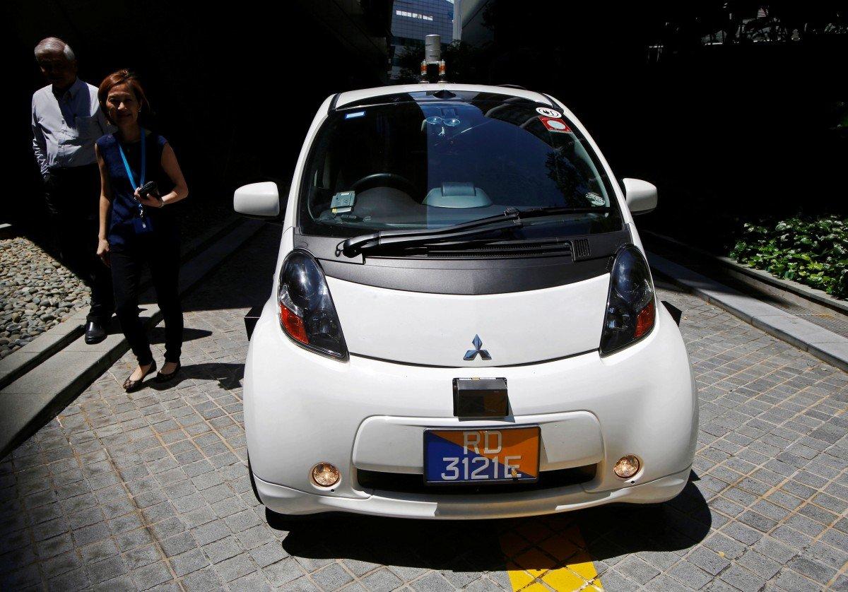Тим часом у світі: запустили перше в світі таксі на автопілоті (фото)