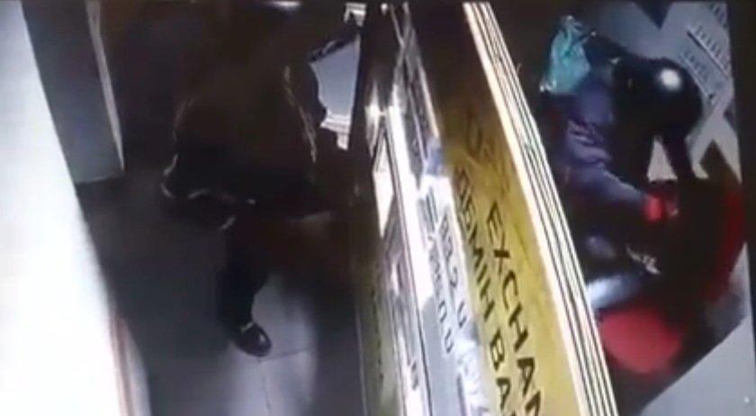 """Жорстокість, яка шокує: на Виноградівщині грабіжники пограбували """"обмінник"""" та побили дівчину касира (ВІДЕО"""