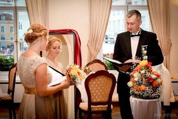«Поки смерть не розлучить нас»: естонка вийшла заміж за саму себе (фото)