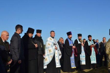 На горі Капуна в селі Руське Поле урочисто підняли прапор України (ФОТО)