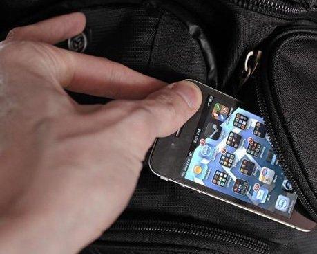 """Результат пошуку зображень за запитом """"викраденні мобільного телефону у неповнолітньої"""""""