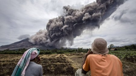 Небезпечна краса: ефектні виверження вулканів у різних частинах світу