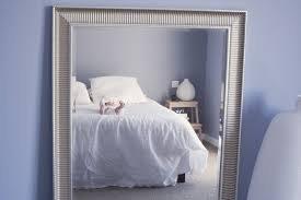 Чому не можна спати навпроти дзеркала