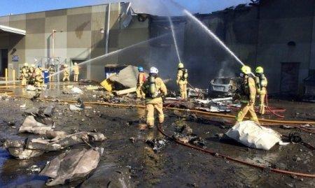 ЖАХ! Літак впав на торговий центр в Австралії: є загиблі / ВІДЕО