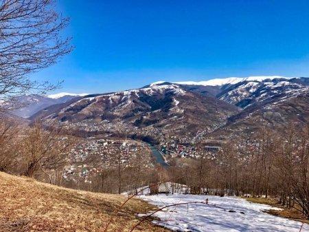 Вражаючі світлини з Дубового, яке на межі між зимою та весною