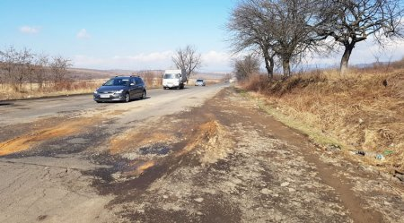 На трасі «Мукачево-Рогатин» від ям та вибоїн авто можуть залишитись без коліс