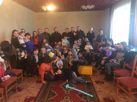 Новорічні подарунки і допомога від благодійників з Австрії