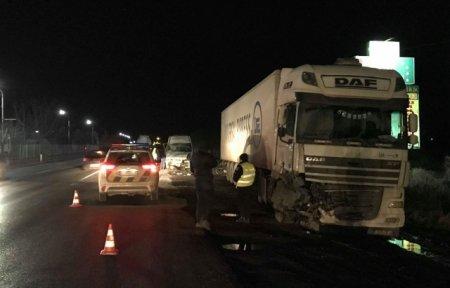 ДТП на Закарпатті: Фура без гальм зіткнулась з мікроавтобусом (ФОТО, ВІДЕО)