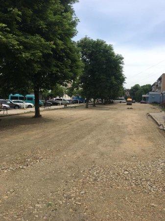 З'явилося фото нової парковки в місті Тячів