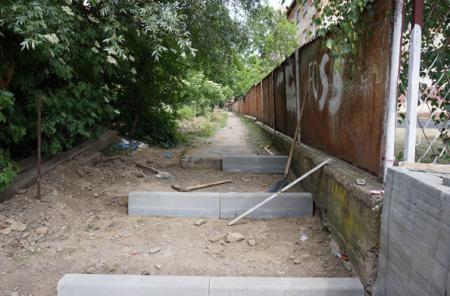 У Тячеві капітально відремонтують занедбану пішохідну доріжку (ФОТО)