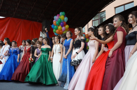Краса, емоції і злива: у Тячеві відбулося міське свято випускників-2018 (ФОТО)