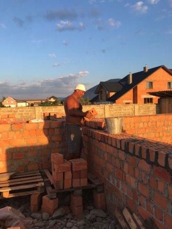 Дядя Міша потребує будівельників!
