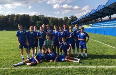 Юні футболісти з Ужгорода святкують перемогу в міжнародному турнірі