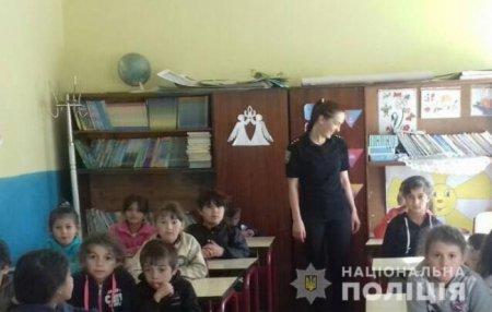 Поліцейські Тячівщини та Ужгородщини провели для школярів виховний урок