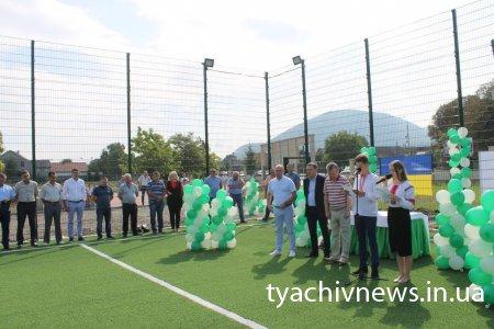 У Тячеві відкрили новий футбольний майданчик на стадіоні ім. Л.Бийреша