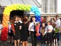 У Хусті сьогодні вперше сіли за парти 526 першокласників (+ФОТО)
