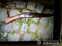 Поліцейські Тячівщини у двох мешканців району вилучили незареєстровану зброю