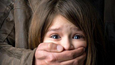 Дитина ридала і просила порятунку: на Закарпатті чоловік згвалтував 6-річну дівчинку