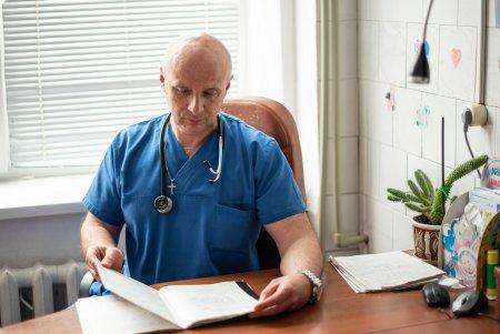 Аркадій Ольчедаївський: лікар, який рятує життя дітей та їхніх батьків