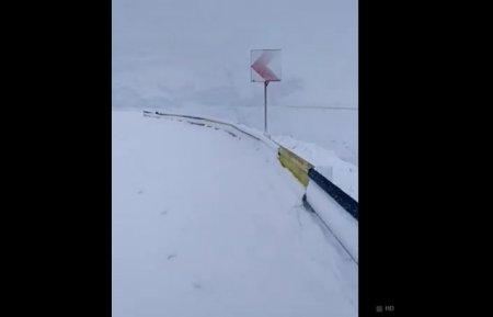 Карпати в Румунії рясно засипало снігом (ВІДЕО)